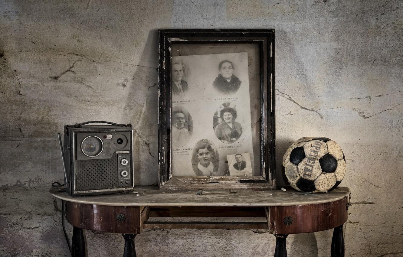 Photo wallpaper table, the ball, radio, naturalism