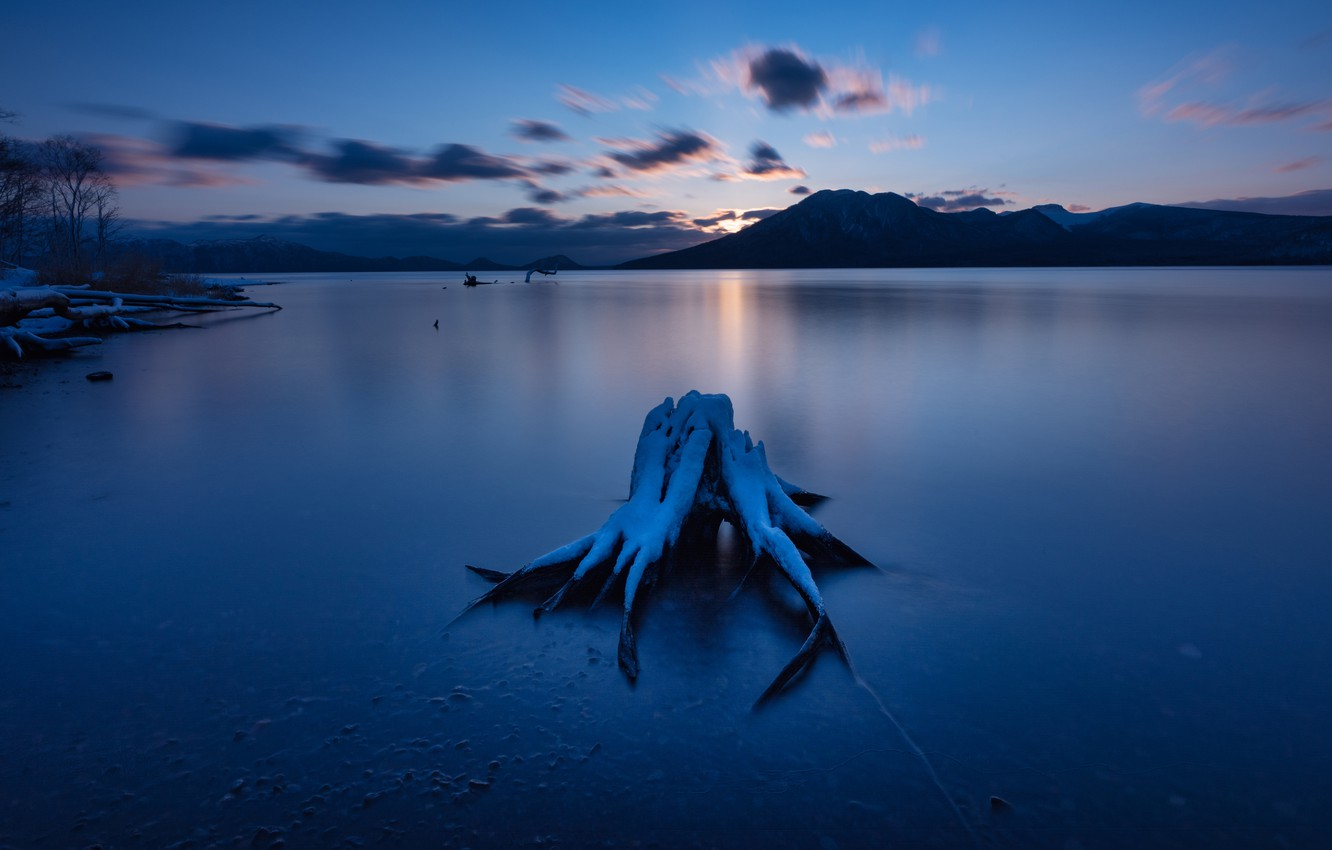Photo wallpaper winter, clouds, snow, sunset, mountains, night, lake, blue, shore, snag, twilight, pond