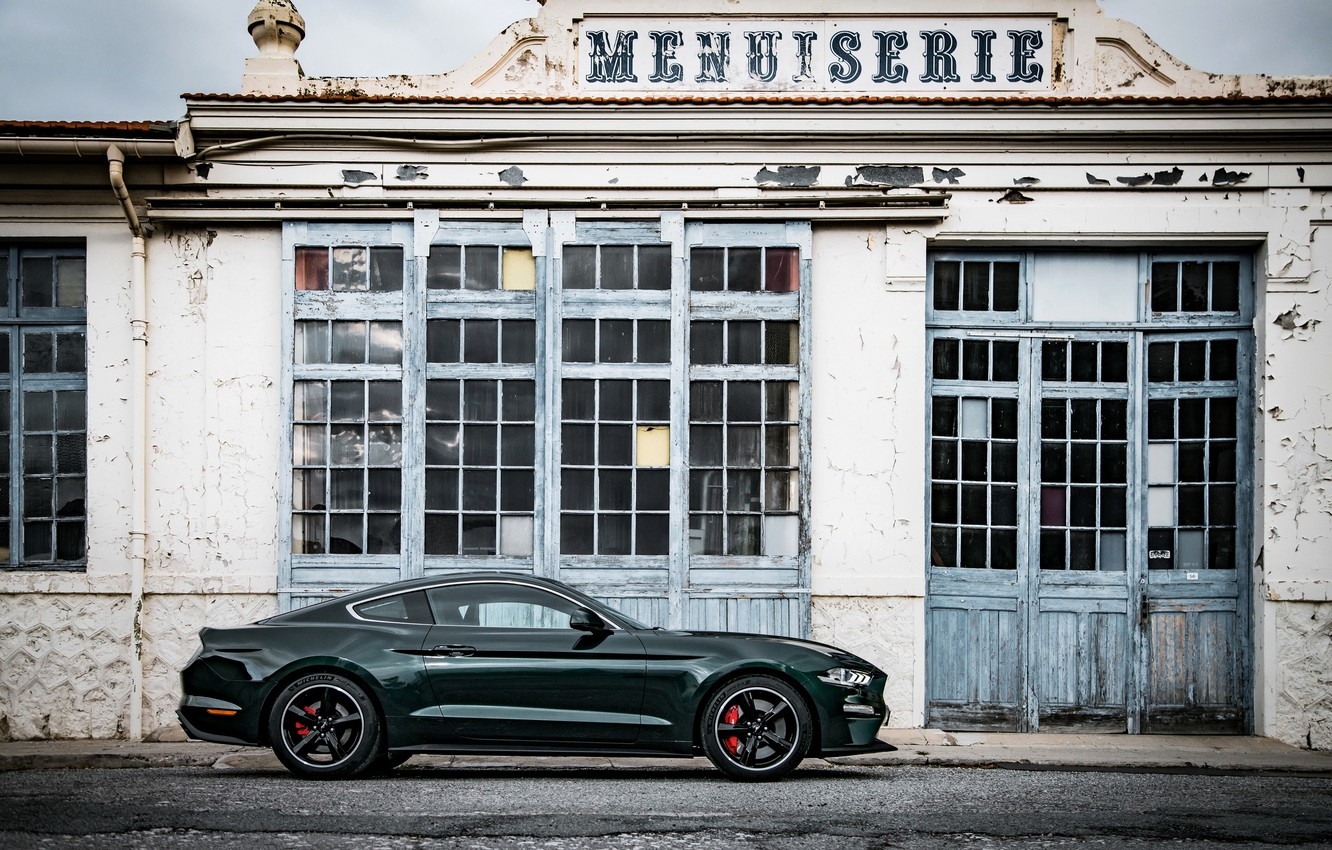 Photo wallpaper the building, Ford, Parking, 2018, V8, Mustang Bullitt, 5.0 L., 460 HP, fastback