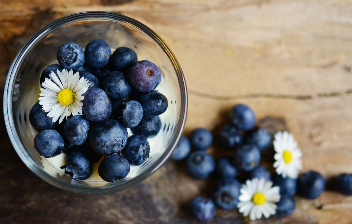 Photo wallpaper blue, berries, chamomile, blueberries