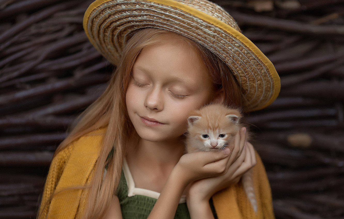 Photo wallpaper hat, baby, red, friendship, girl, kitty, friends, closed eyes, Elena Mikhailova