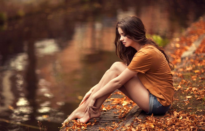 Photo wallpaper autumn, girl, pose, foliage, Amber, Maarten Quaadvliet
