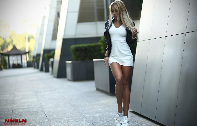 Photo wallpaper pose, model, the building, portrait, makeup, figure, dress, jacket, hairstyle, blonde, legs, is, the sidewalk, …