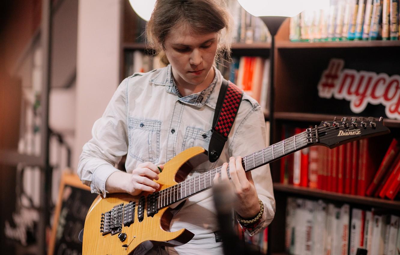 Photo wallpaper Guitar, Library, Musician, Books, Shelves