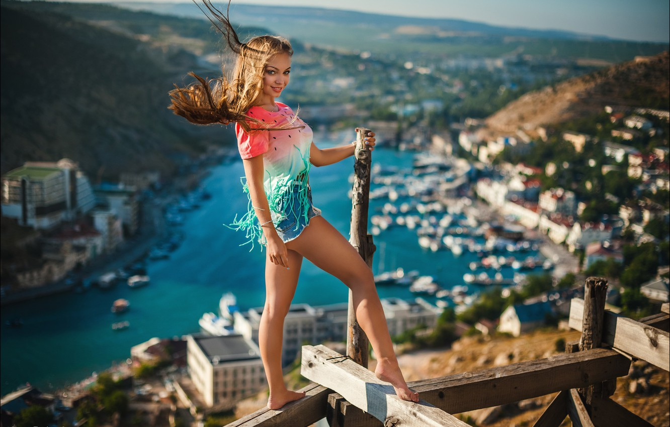 Photo wallpaper look, girl, the city, pose, smile, mood, Board, shorts, the situation, panorama, legs, forest, Alex …