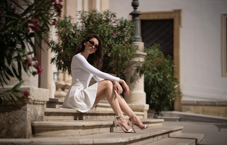 Photo wallpaper girl, pose, glasses, stage, legs, Martin Ecker