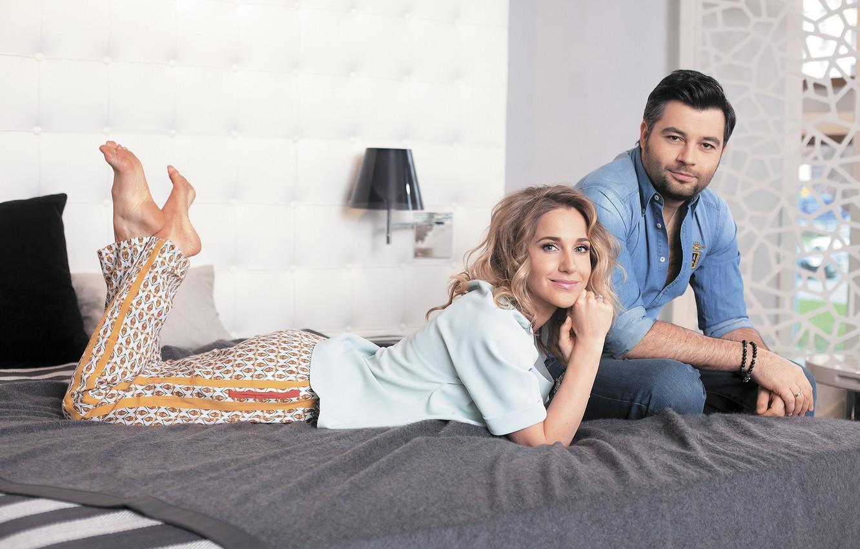 Photo wallpaper girl, room, bed, pair, male, singer, beautiful, Julia Kovalchuk, Alexey Chumakov