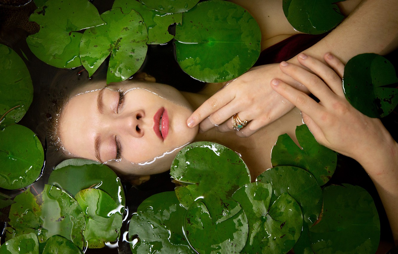 Photo wallpaper leaves, water, girl, face, mood, the situation, hands, ring, closed eyes