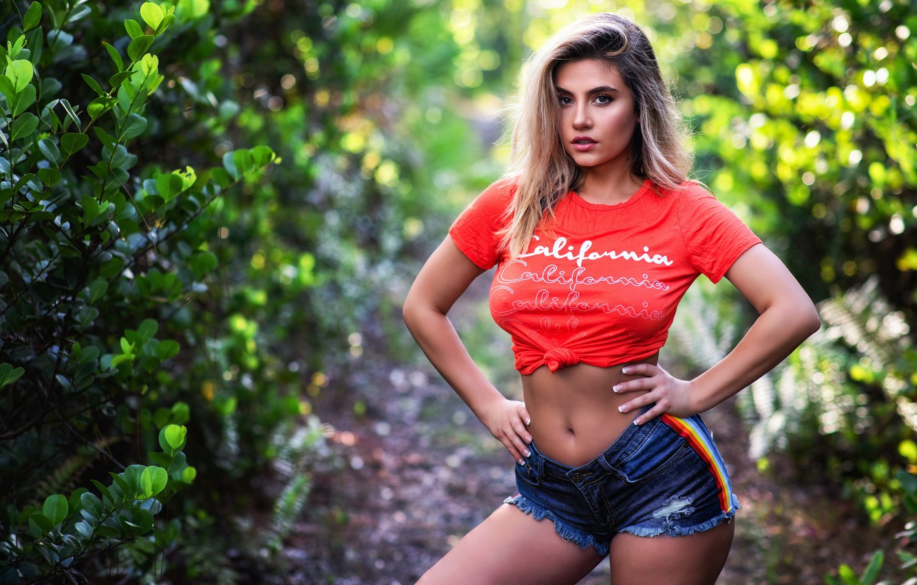Photo wallpaper greens, look, leaves, the sun, nature, sexy, pose, model, shorts, portrait, makeup, Mike, figure, hairstyle, …