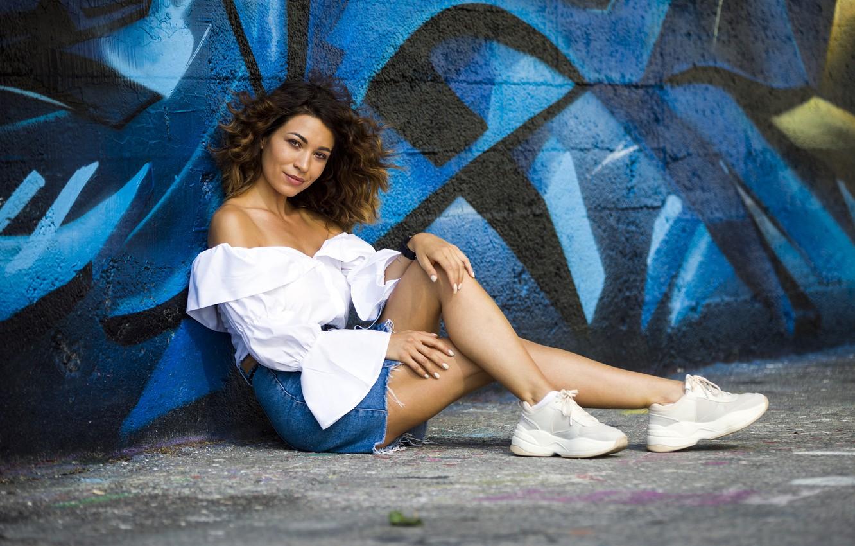 Photo wallpaper girl, wall, graffiti, model, Cristina