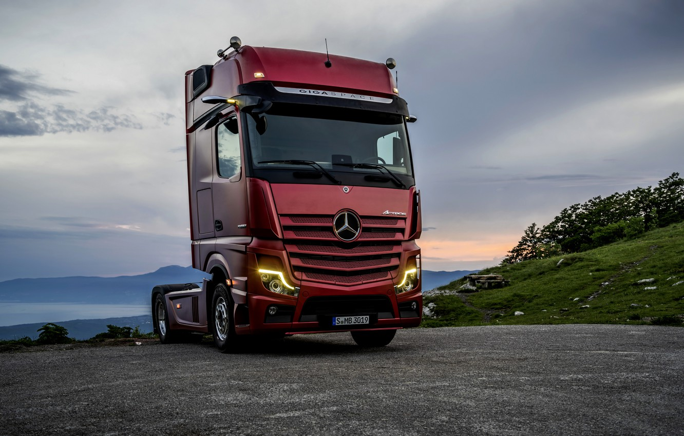 Photo wallpaper red, lights, Mercedes-Benz, Playground, tractor, 4x2, Actros