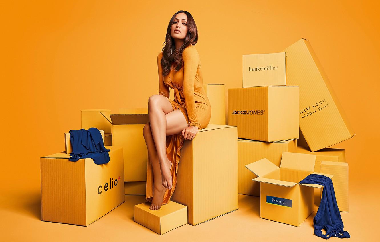 Photo wallpaper girl, legs, beautiful, model, indian, actress, photoshoot, bollywood, Yami gautam