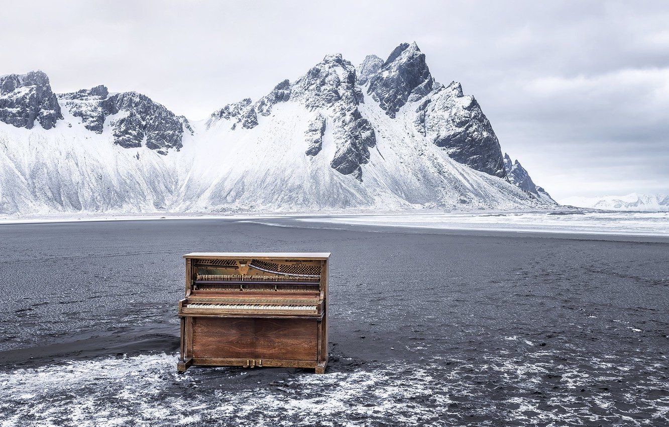 Photo wallpaper Iceland, Vestrahorn, Hofn, Abandoned Piano
