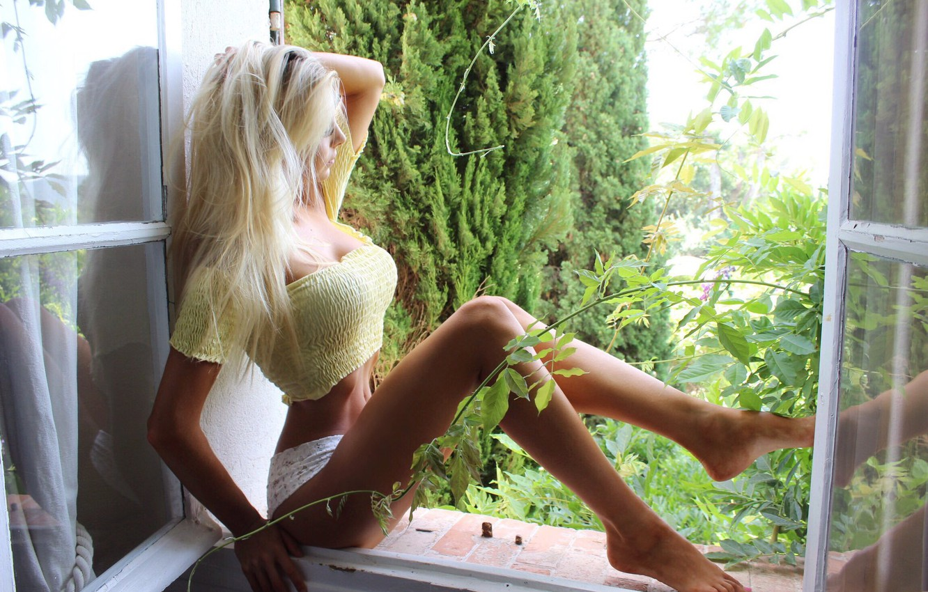 Photo wallpaper girl, cleavage, shorts, long hair, legs, breast, photo, barefoot, model, window, face, blonde, body, belly, …