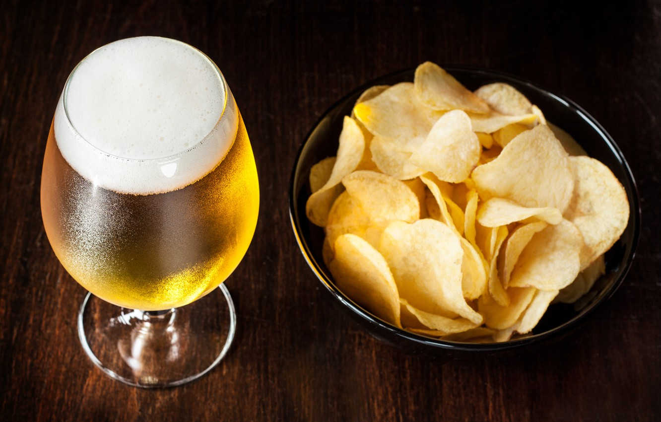 Photo wallpaper foam, glass, beer, chips