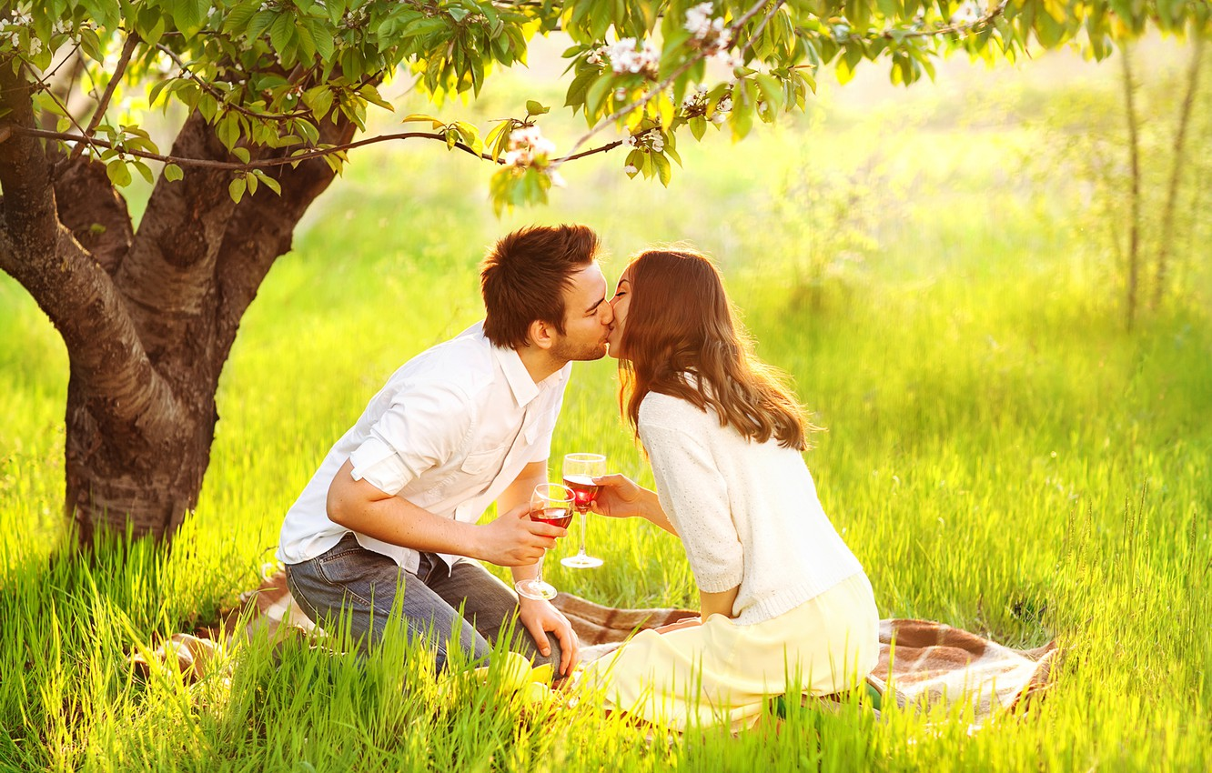 Photo wallpaper girl, the sun, happiness, wine, kiss, male, lovers, on the grass