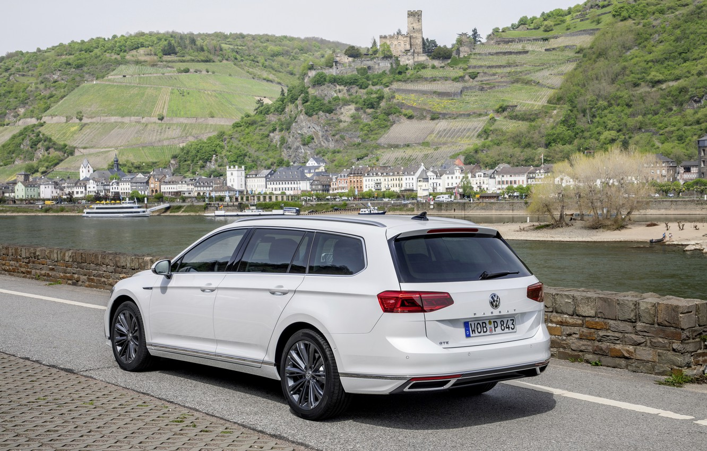 Photo wallpaper Volkswagen, universal, GTE, Passat, Variant, the river, 2019