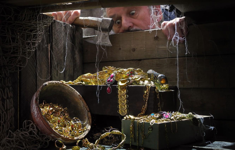Photo wallpaper network, male, axe, jewelry, box, treasures, Sergey Pounder