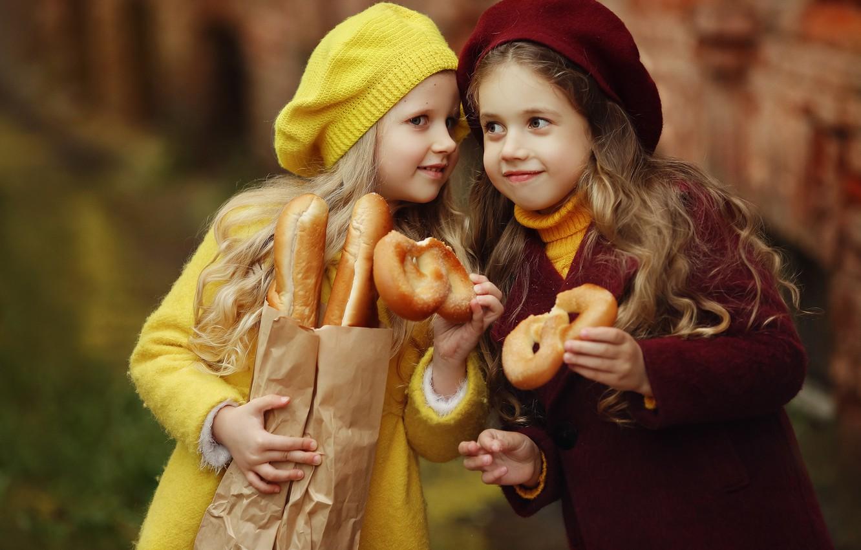 Photo wallpaper children, girls, package, bread, baguette, buns, girlfriend