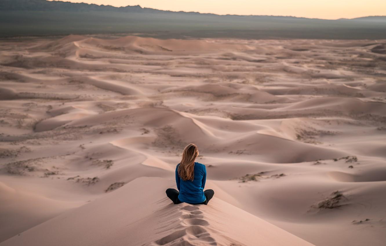 Photo wallpaper girl, traces, photo, desert