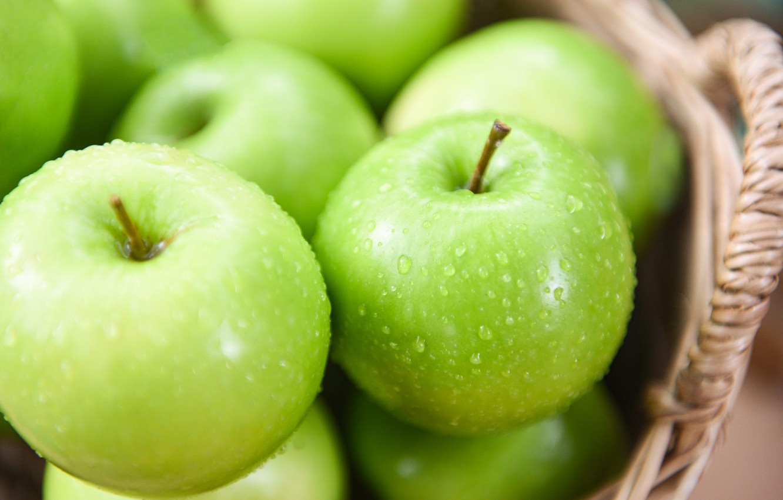 Photo wallpaper drops, apples, food, green, fruit, basket, juicy, washed