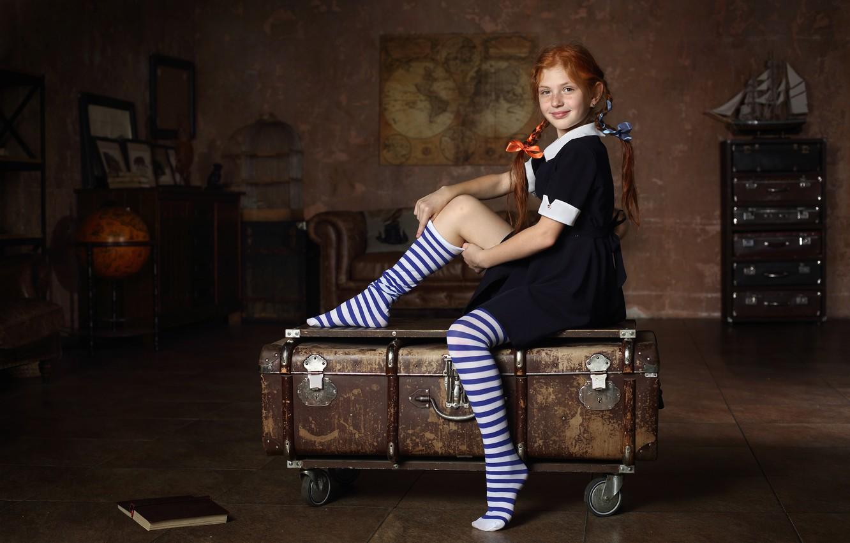 Photo wallpaper girl, freckles, braids, knee