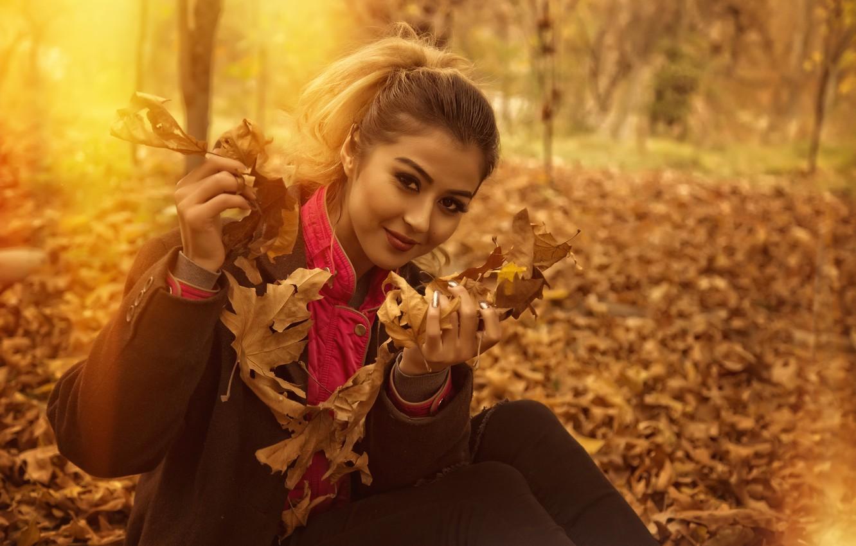 Photo wallpaper girl, nature, yellow, smile, beautiful, autumn, leaves, orange, look, glance, emotions, Kide Fotoart