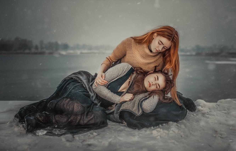 Photo wallpaper snow, two girls, Sisters, Janusz Żołnierczyk