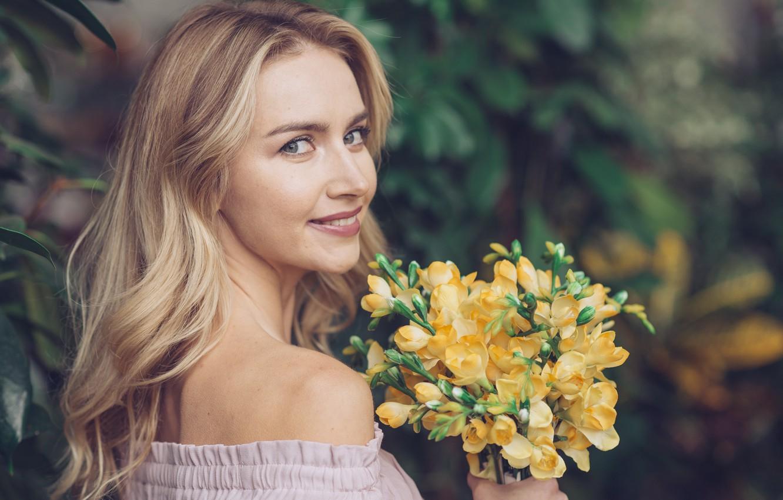Photo wallpaper girl, flowers, woman, beauty, bouquet, spring, blonde, girl, woman, yellow, flowers, beautiful, spring, blond