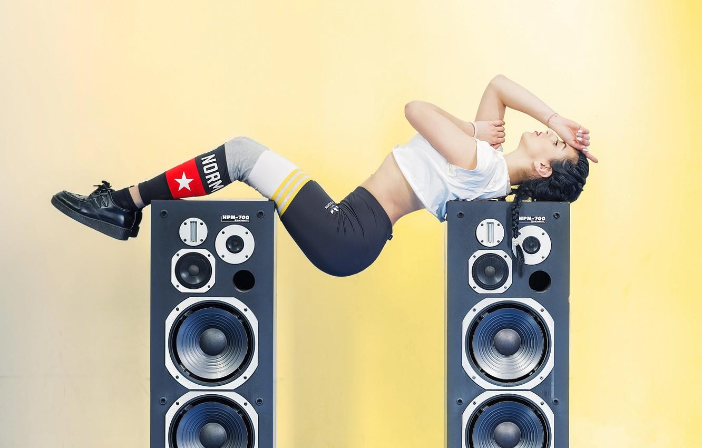 Photo wallpaper girl, speakers, bending, audio, fitness, dynamics, spotivnaya
