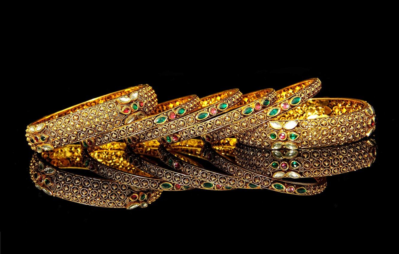 Photo wallpaper reflection, black background, bracelets, picture, gems, gold jewelry, gold glitter