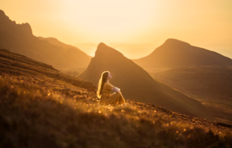 Photo wallpaper girl, light, mountains