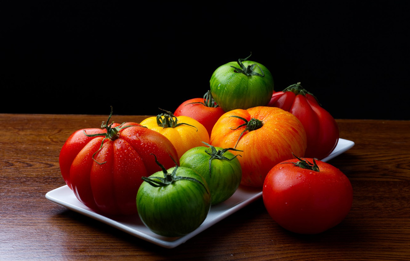 Photo wallpaper drops, table, bright, harvest, green, red, black background, orange, vegetables, tomatoes, tomatoes, water drops, tray, …