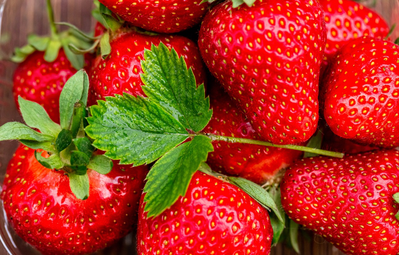 Photo wallpaper macro, berries, strawberry, leaf