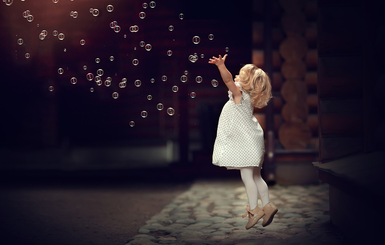 Photo wallpaper bubbles, jump, the game, bubbles, girl, baby, child, Marianne Smolin