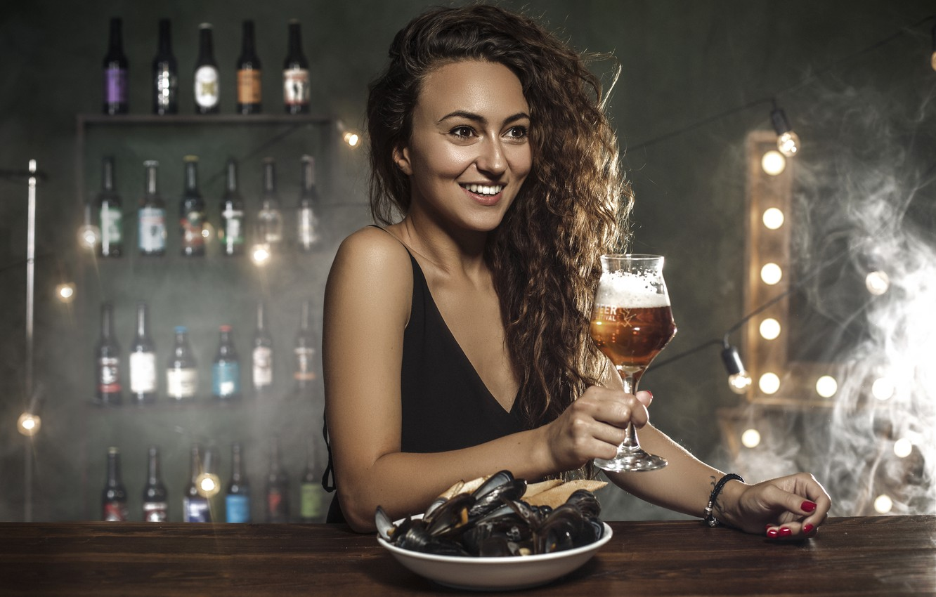 Photo wallpaper girl, mood, beer, bar