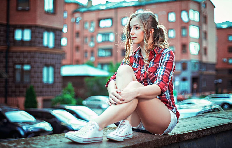 Photo wallpaper city, girl, house, shorts, long hair, legs, photo, photographer, model, bokeh, lips, face, blonde, building, …