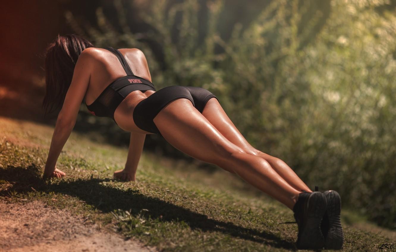 Photo wallpaper greens, grass, the sun, trees, nature, sexy, pose, sport, model, figure, slim, shorts, sports, brown …