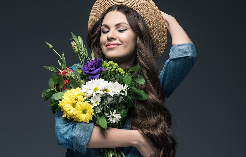 Photo wallpaper joy, flowers, pose, smile, background, mood, portrait, bouquet, hat, makeup, hairstyle, shirt, brown hair, beauty, …