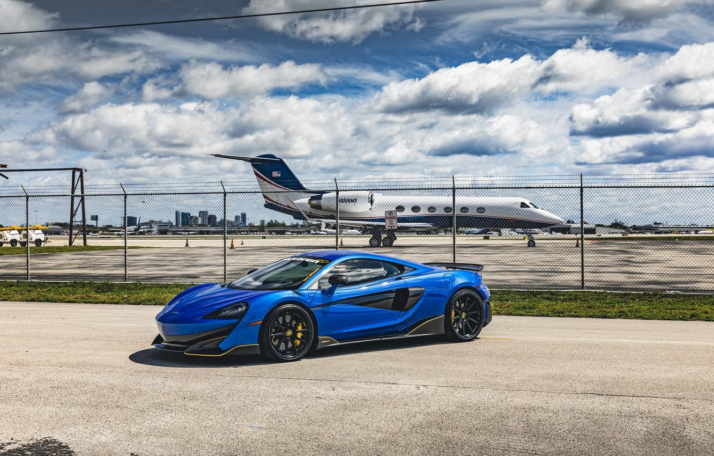 Photo wallpaper airport, supercar, the front, Mclaren, 600LT