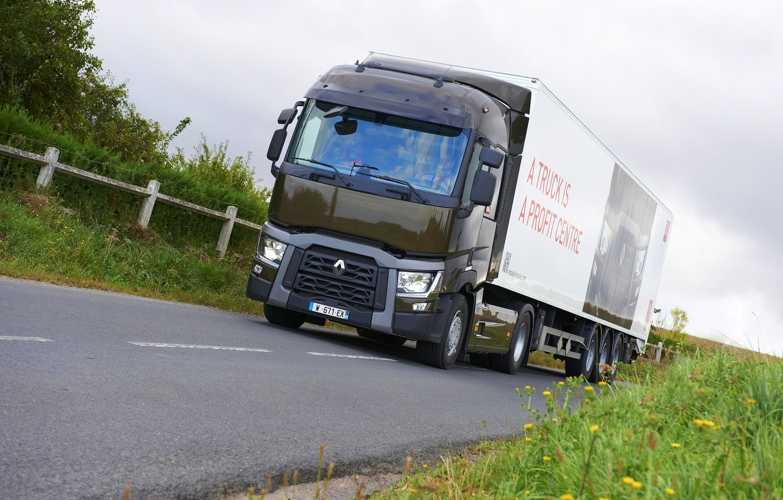 Photo wallpaper grass, asphalt, vegetation, truck, Renault, tractor, 4x2, the trailer, Renault Trucks, T-series
