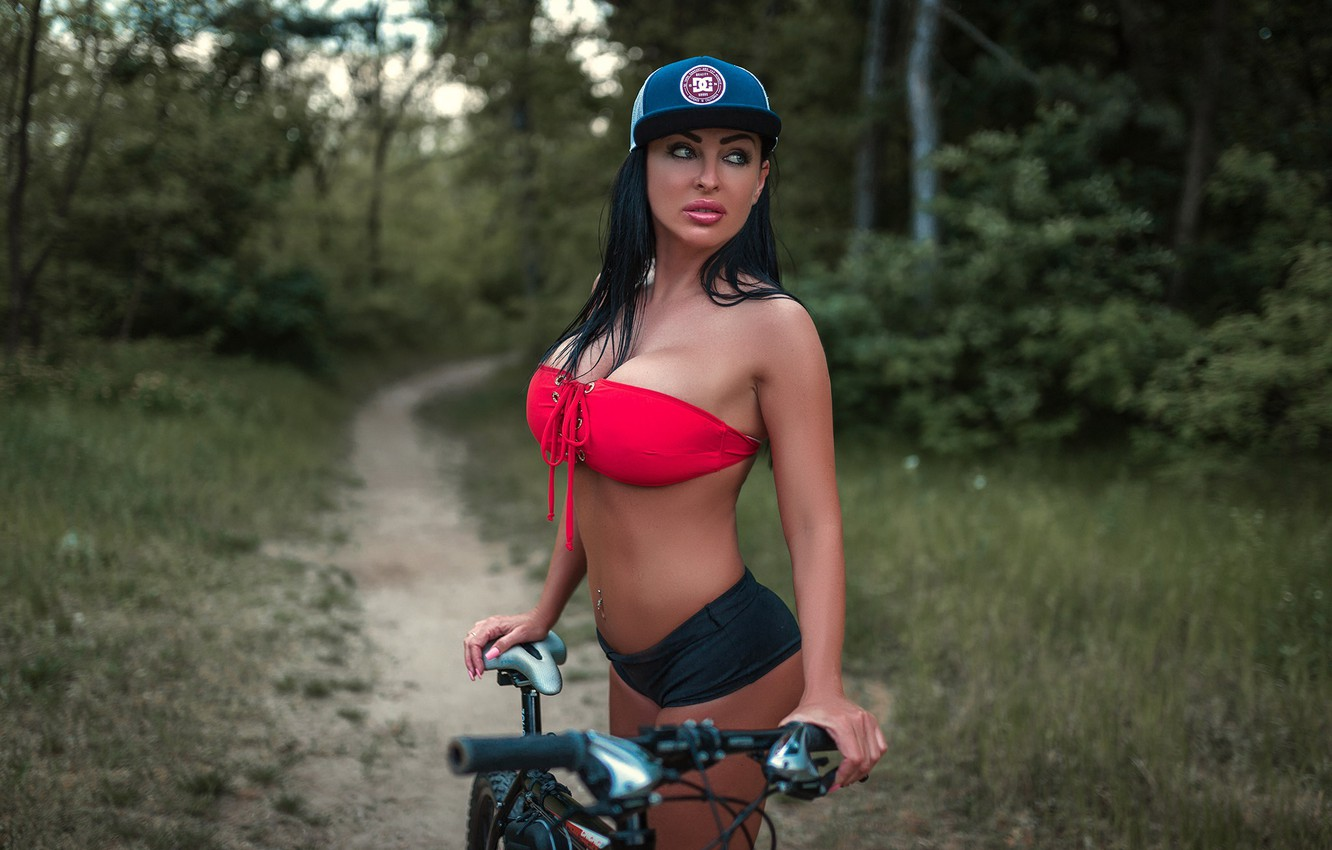 Photo wallpaper forest, grass, trees, nature, bike, sexy, pose, Park, model, makeup, figure, piercing, brunette, hairstyle, shorts, …