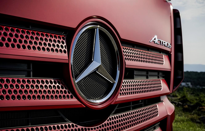 Photo wallpaper Mercedes-Benz, emblem, grille, holes, tractor, Actros