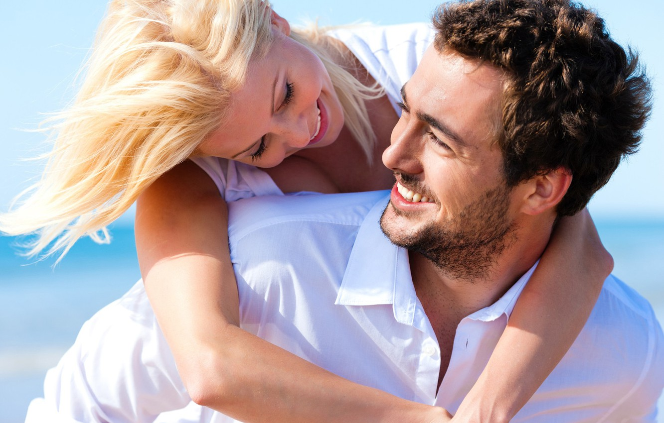 Photo wallpaper look, girl, the sun, happiness, laughter, hugs, pair, male, lovers
