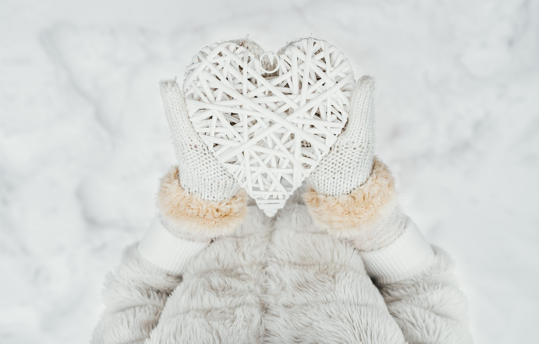 Photo wallpaper winter, snow, love, heart, love, heart, winter, mittens, snow, romantic, hands, valentine
