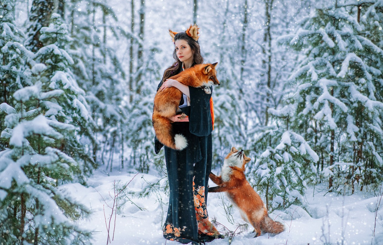 Photo wallpaper winter, forest, girl, snow, pose, kimono, Veronica, ears, Ryrie, two foxes, Александра Савенкова