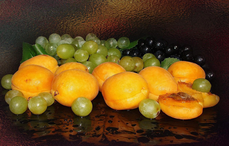 Photo wallpaper grapes, still life, apricots, the Wallpapers, author's photo by Elena Anikina