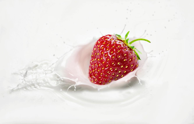 Photo wallpaper squirt, splash, milk, strawberry, berry