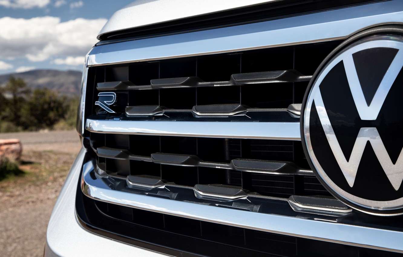 Photo wallpaper Volkswagen, emblem, grille, SUV, Atlas, 2020, gray-silver