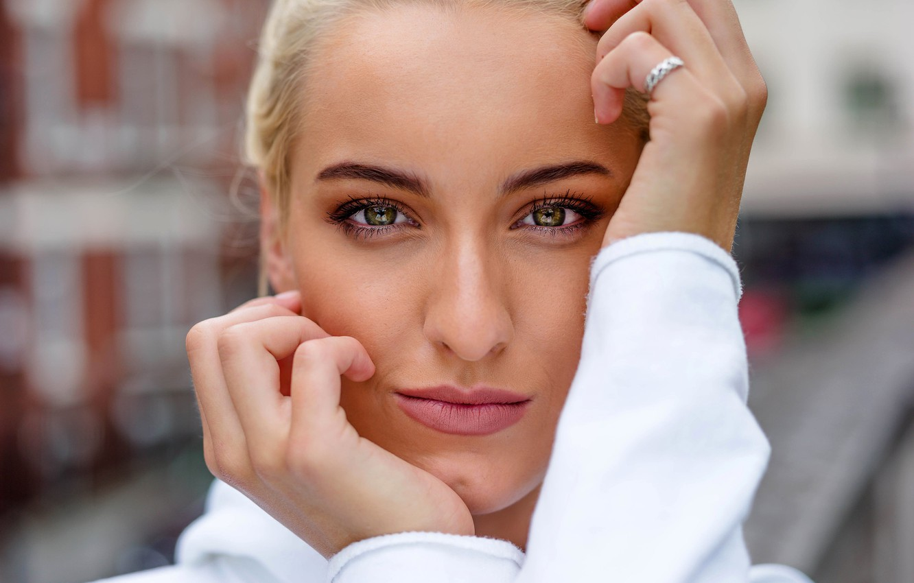 Photo wallpaper look, close-up, face, pose, model, portrait, hands, makeup, hairstyle, blonde, in white, bokeh, Matt Osborne